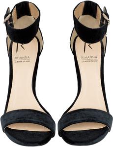Rihanna na River Island Velvet Ankle Strap Stilettos
